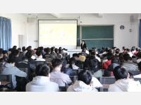 林启凤律师受邀到昆明铁道职业技术学院开展《学宪法》及预防艾滋病知识讲座